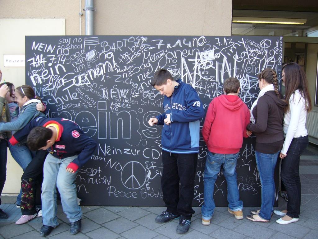 Nein Sagen, 2007, Tafellack und Kreide auf Leinwand, 200 x 300 cm